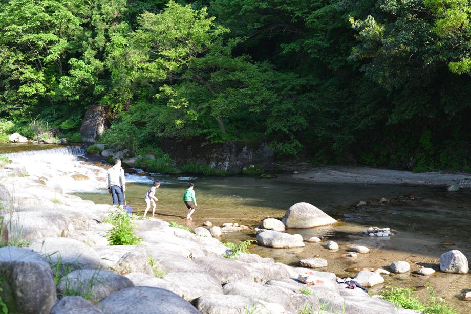 DSC_9700 川遊びもできる時期に 五頭山麓いこいの森