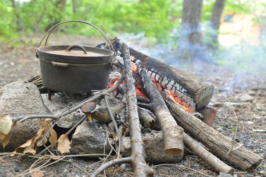 キャンプにダッチオーブン