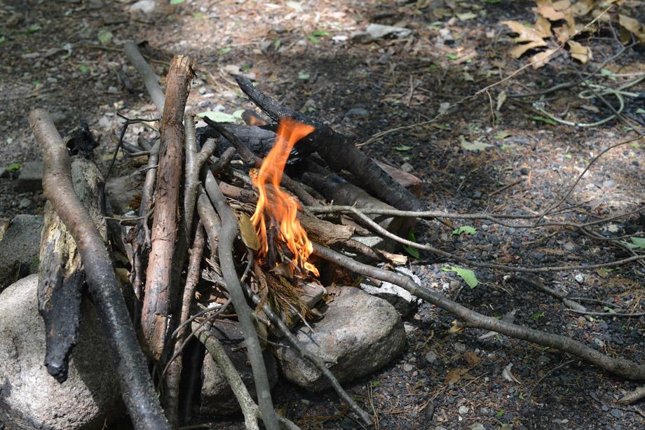 薪に火をつけ始めてちょっと