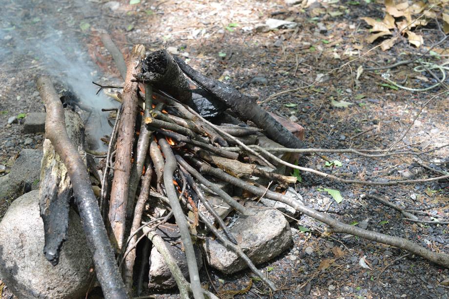 薪に火をつけ始めて火口全体に火が回れば大丈夫